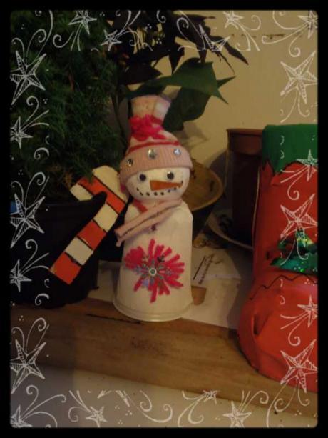 bonhomme de neige avec un gobelet activit manuelle et bricolage pour enfant. Black Bedroom Furniture Sets. Home Design Ideas